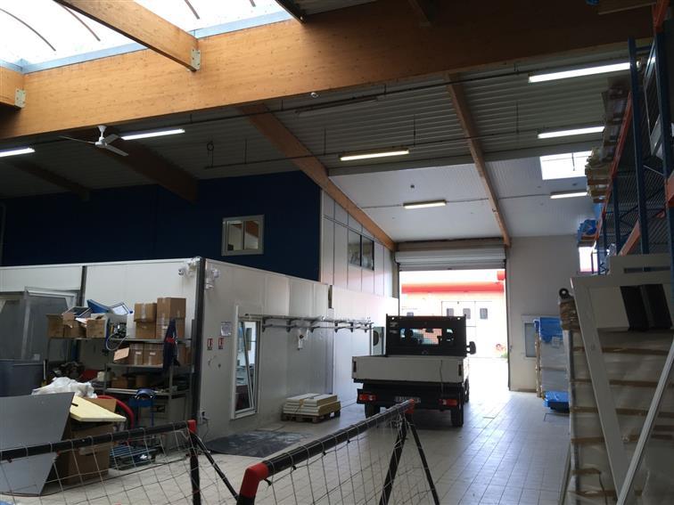 Entrepôt Location 69150 DECINES CHARPIEU