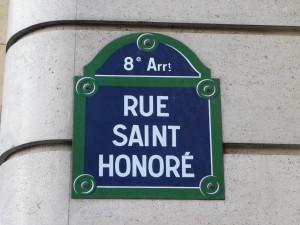 La course aux meilleurs emplacements rue Saint Honoré à Paris