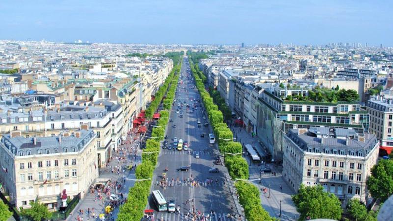 Les Champs Elysées : a new lifestyle !